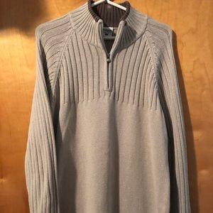 Men's Columbia pull over 1/4 zip sweater.